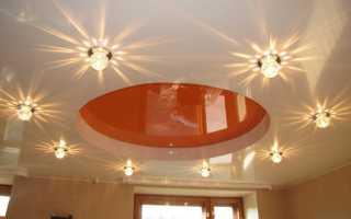 Организация освещения в натяжных потолках: монтаж и идеи для разных комнат | 70 фото