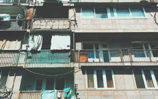 Можно ли курить на балконе многоэтажки