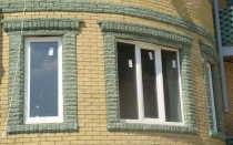 Правила выбора материала и готовые решения по обрамлению окон на фасадах зданий